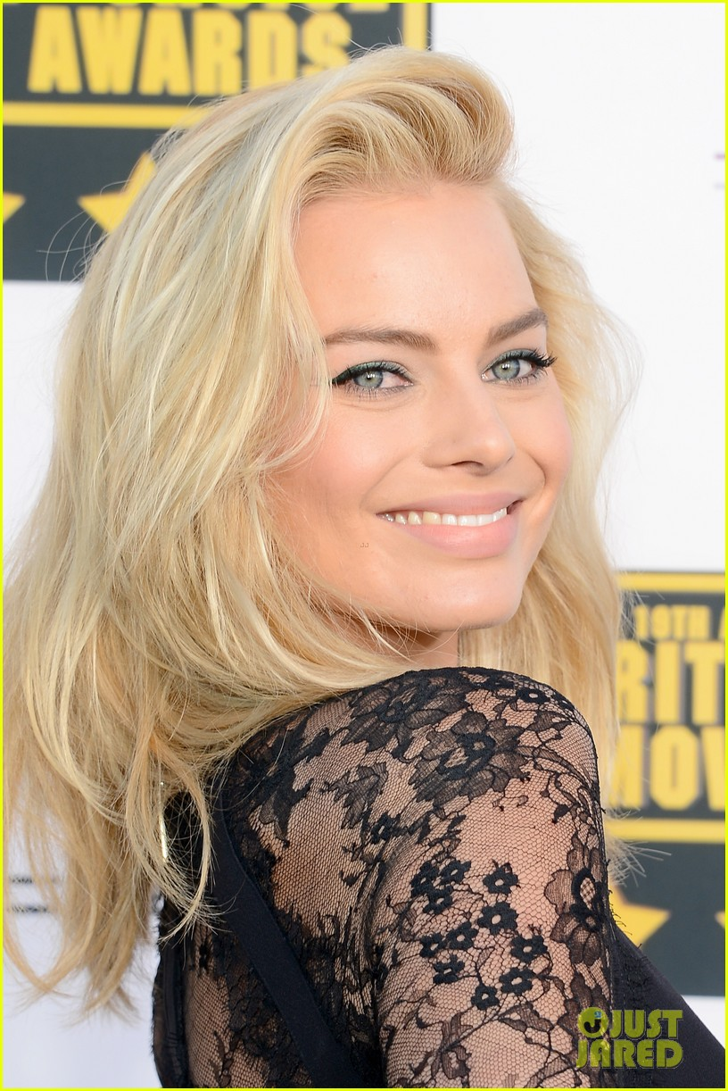 margot robbie critics choice movie awards red carpet 2014 06