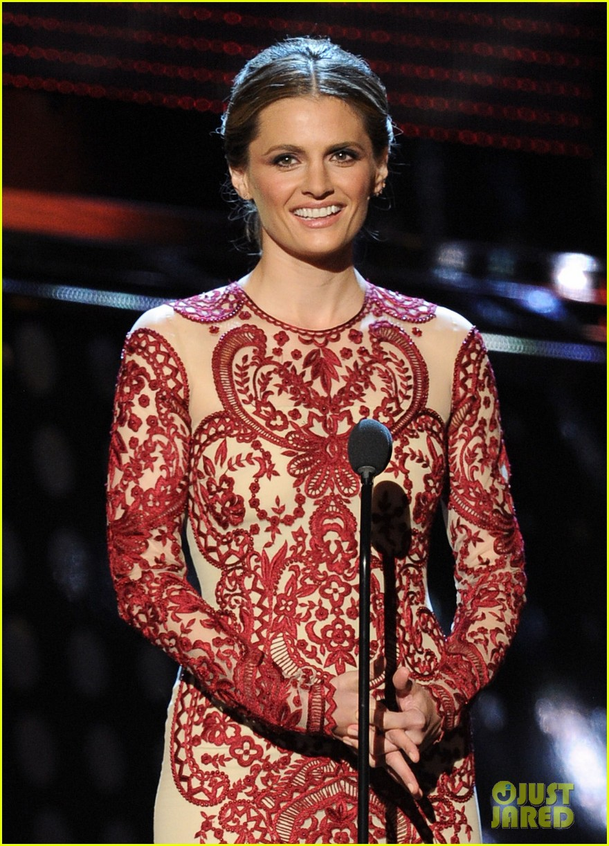 julianna margulies stana katic peoples choice awards 2014 023025850