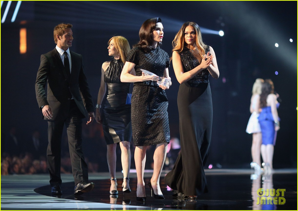 julianna margulies stana katic peoples choice awards 2014 18