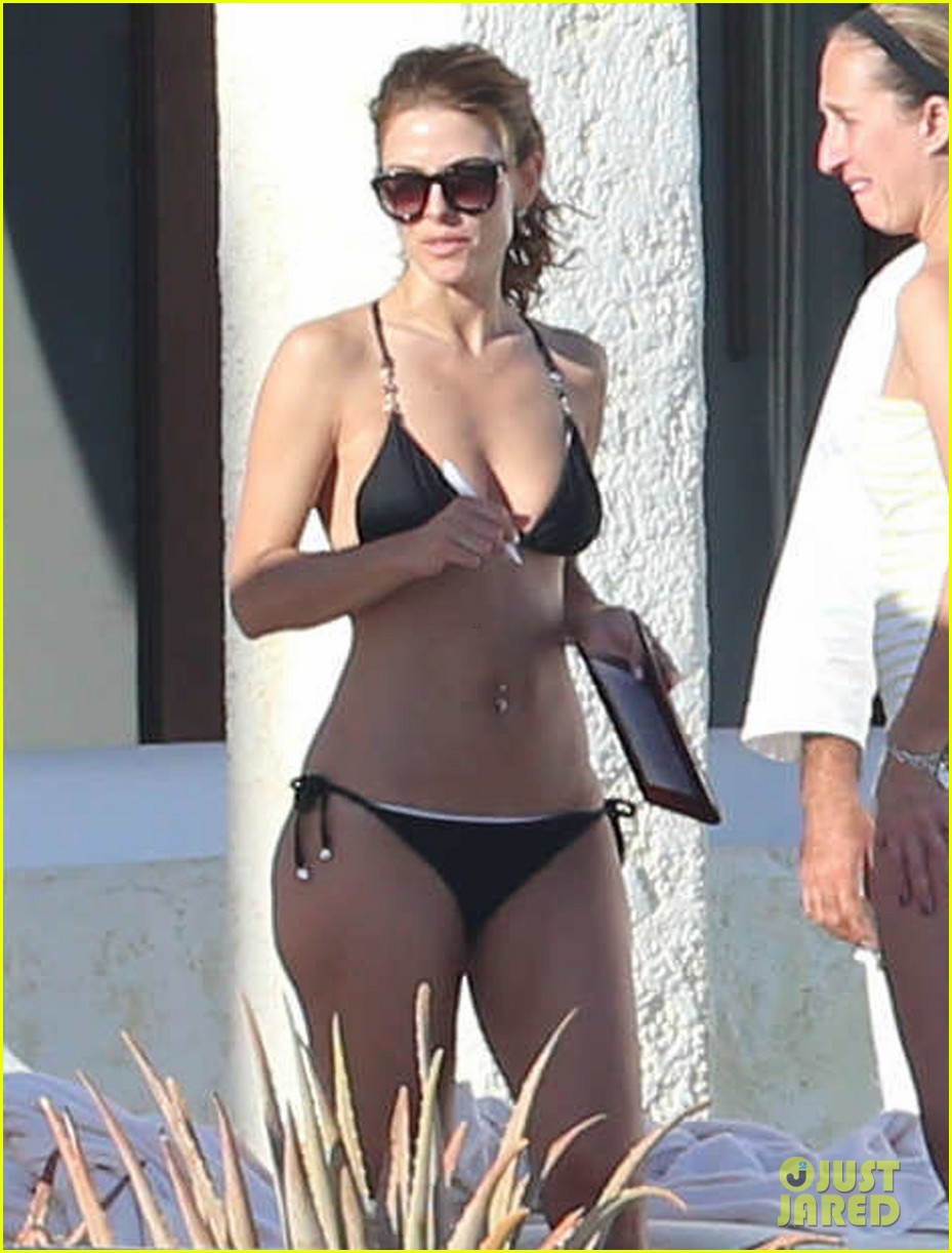 maria menounos shows off fabulous bikini body in mexico 03