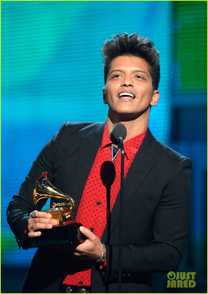 bruno mars thanks girlfriend jessica caban at grammys 2014 09