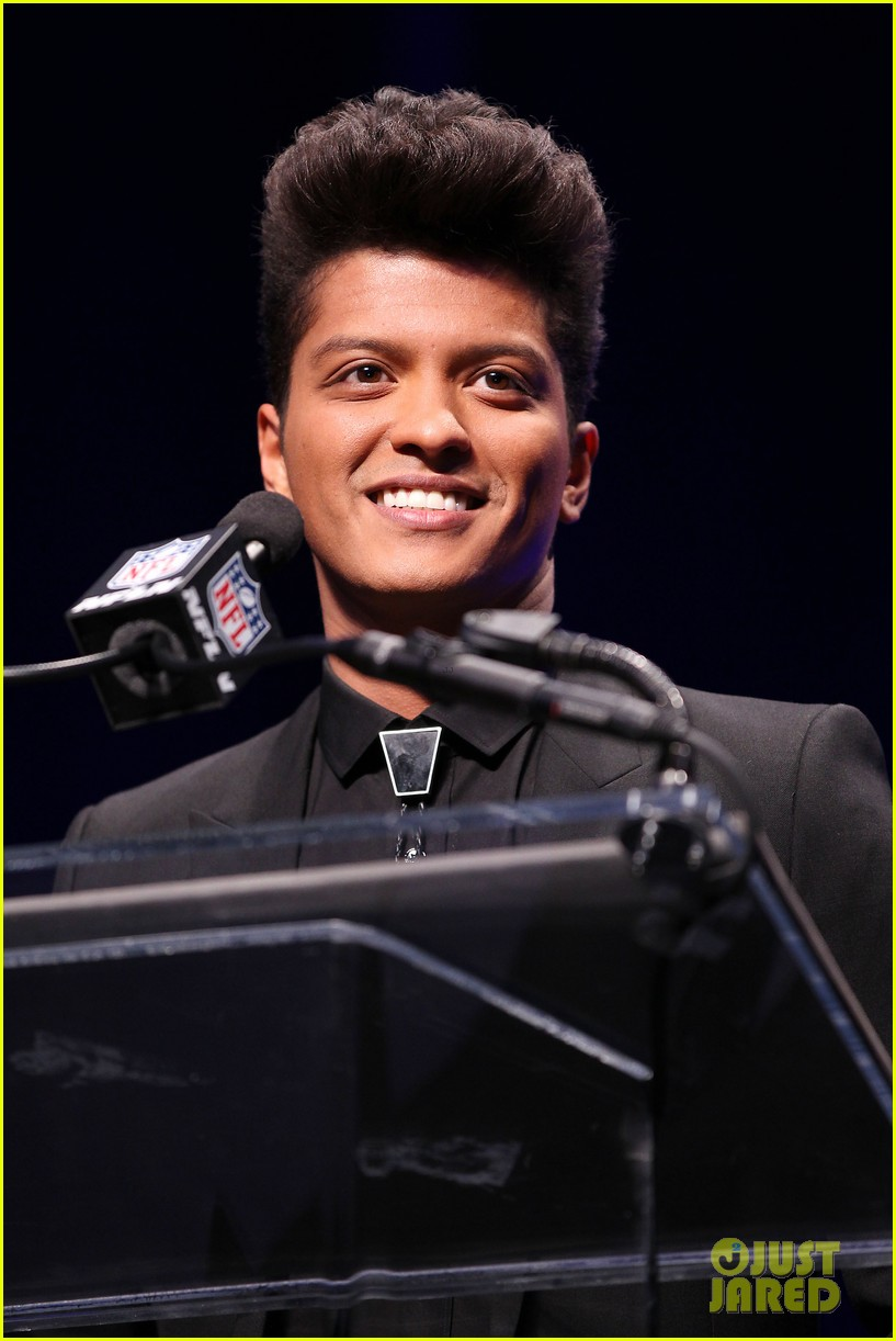 bruno mars renee fleming super bowl 2014 press conference 103044371