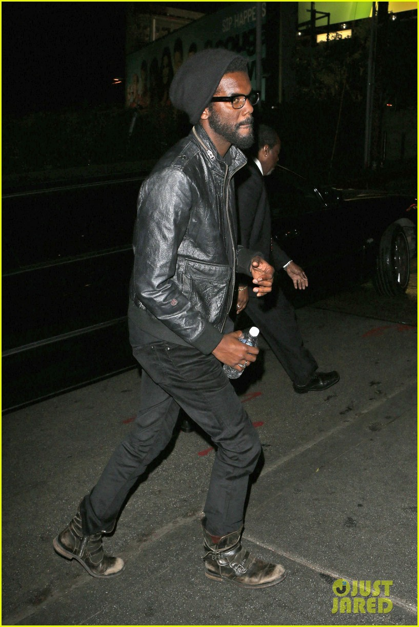chris martin grammys 2014 after party with gary clark jr 10