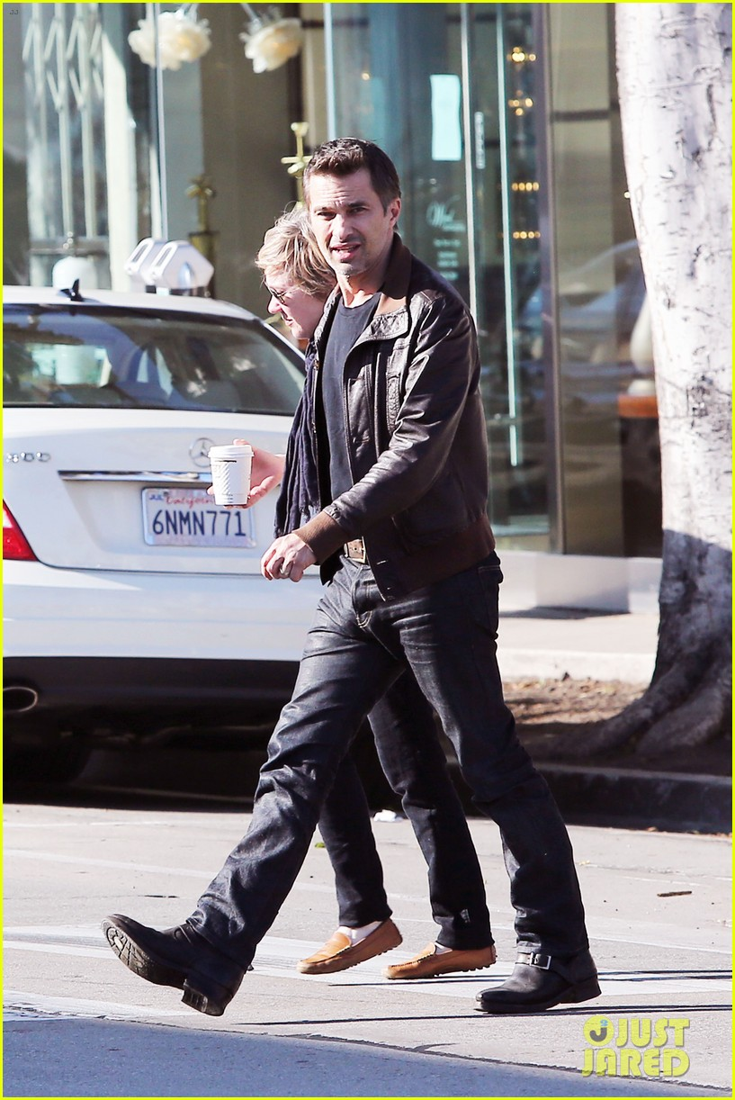 olivier martinez new years day with mother rosemarie 15