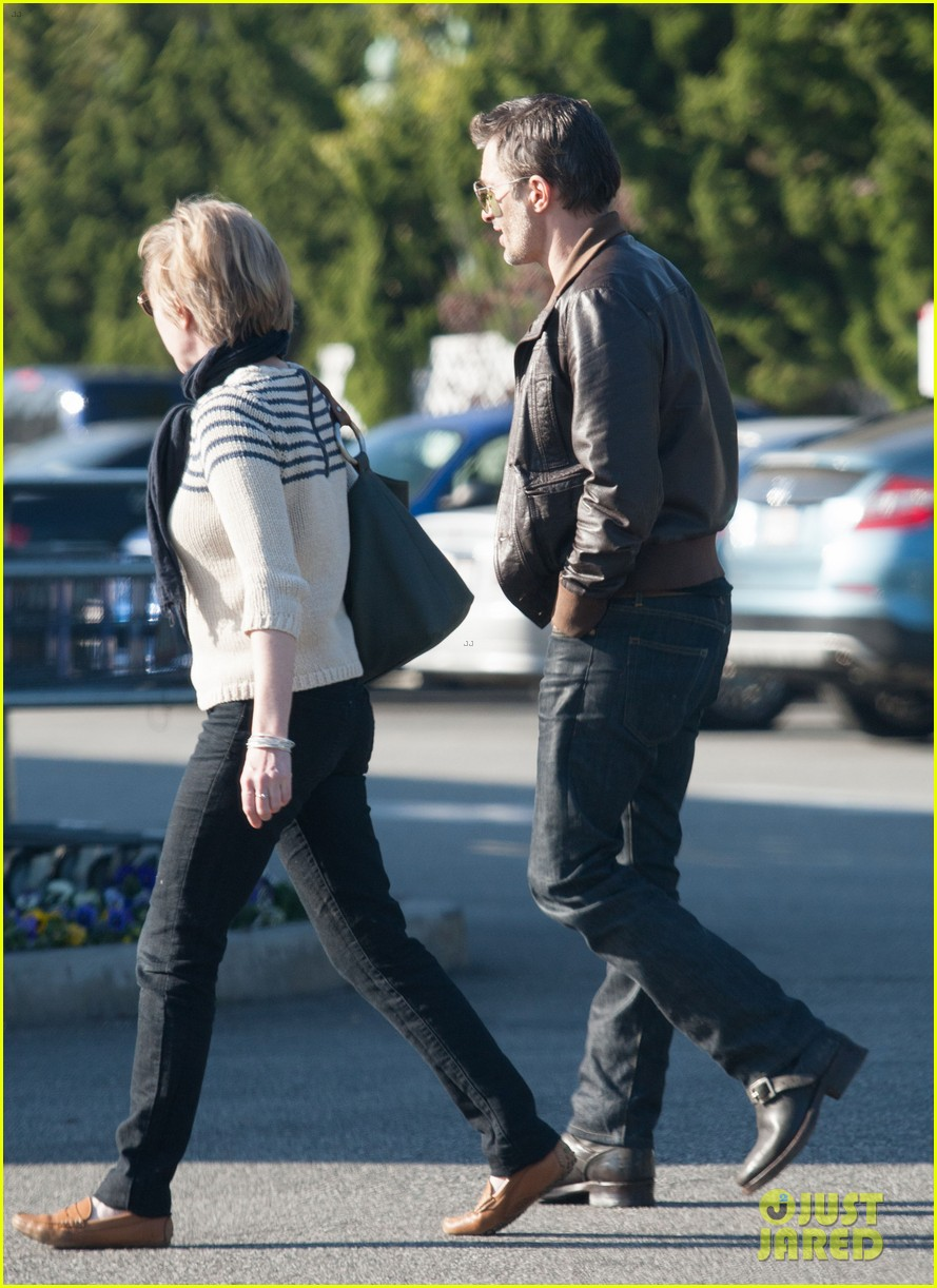 olivier martinez new years day with mother rosemarie 17