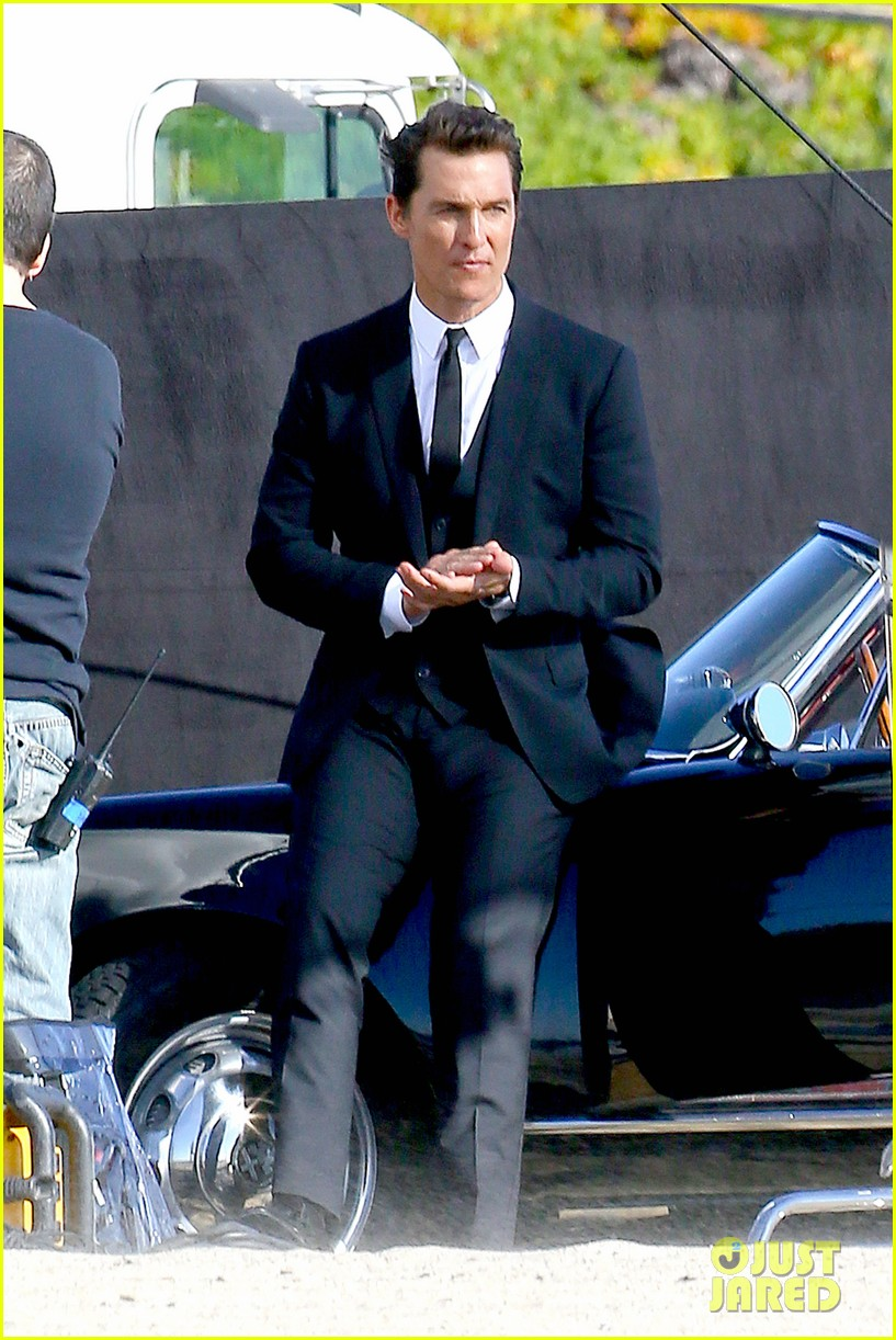 matthew mcconaughey photo shoot after golden globes win 10