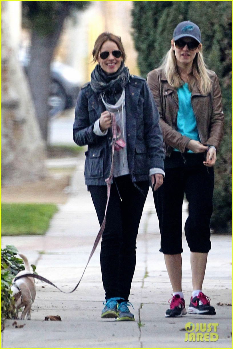 rachel mcadams hangs with her sister after sundance 03