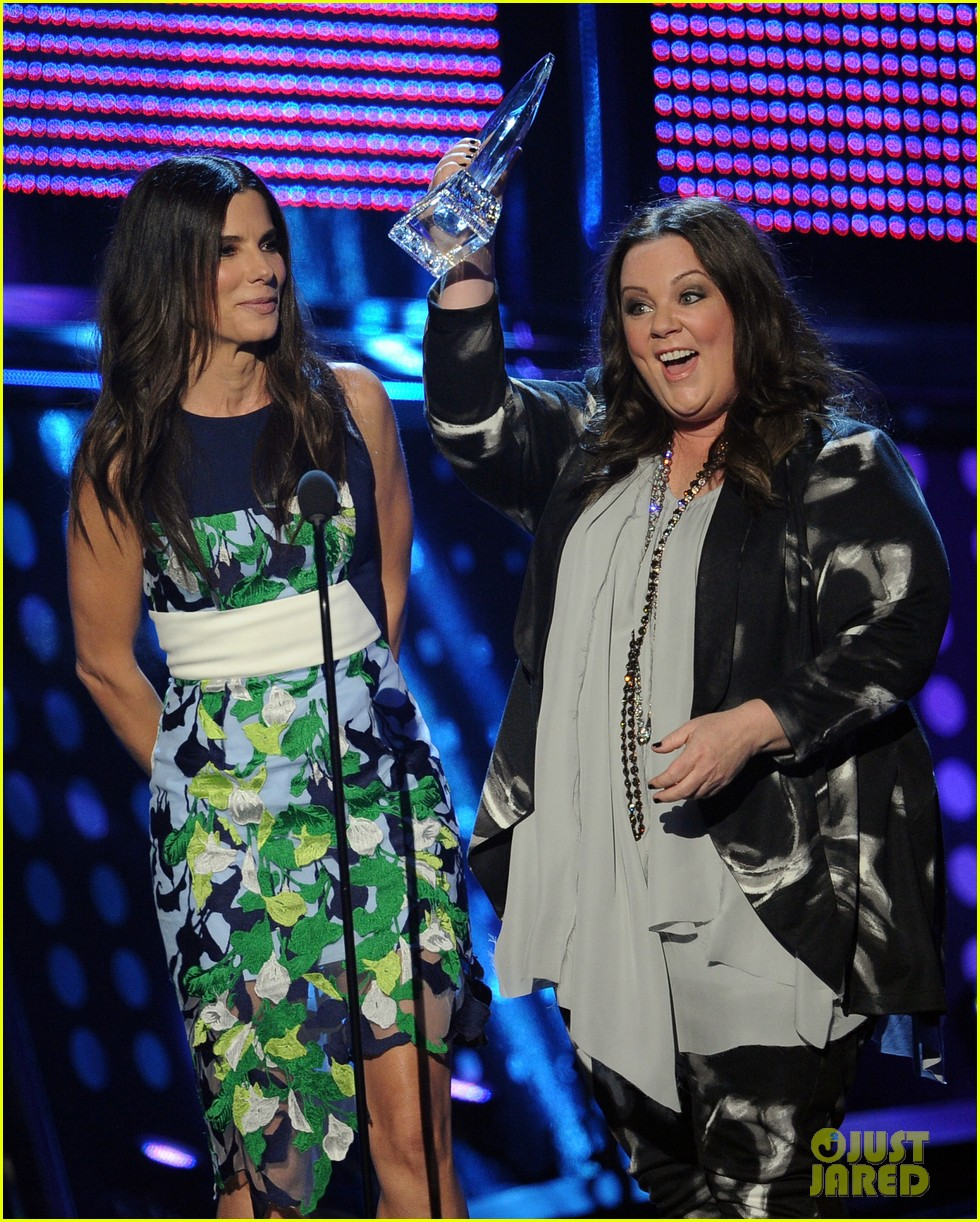 melissa mccarthy sandra bullock peoples choice awards 2014 093025780