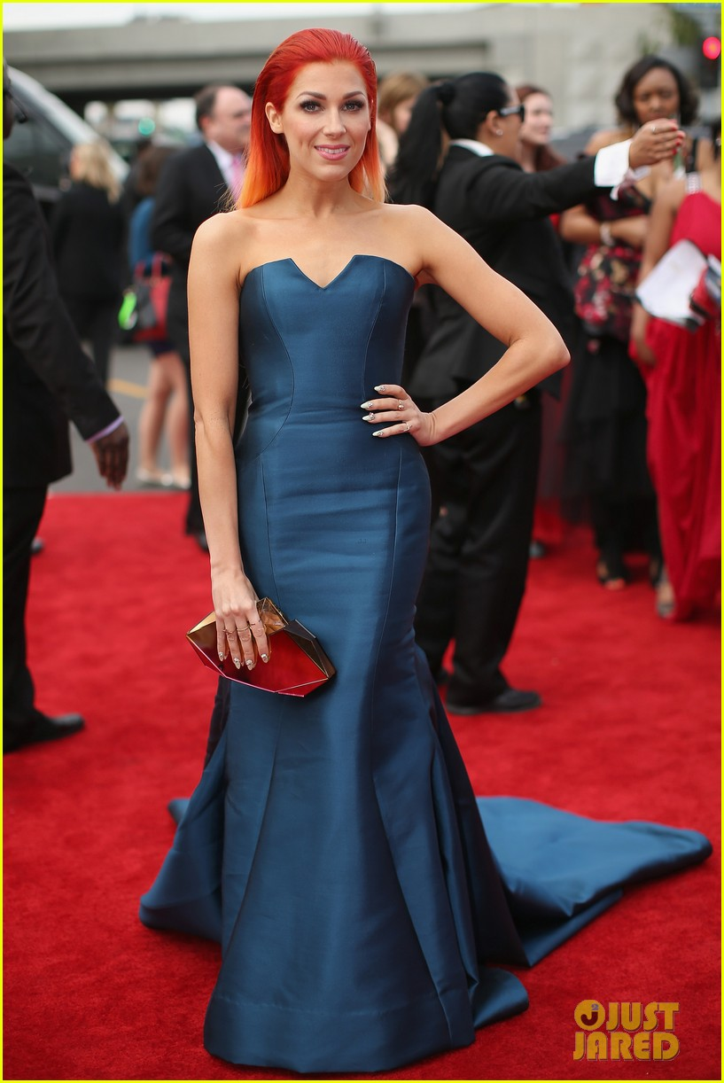 bonnie mckee grammys 2014 red carpet 01