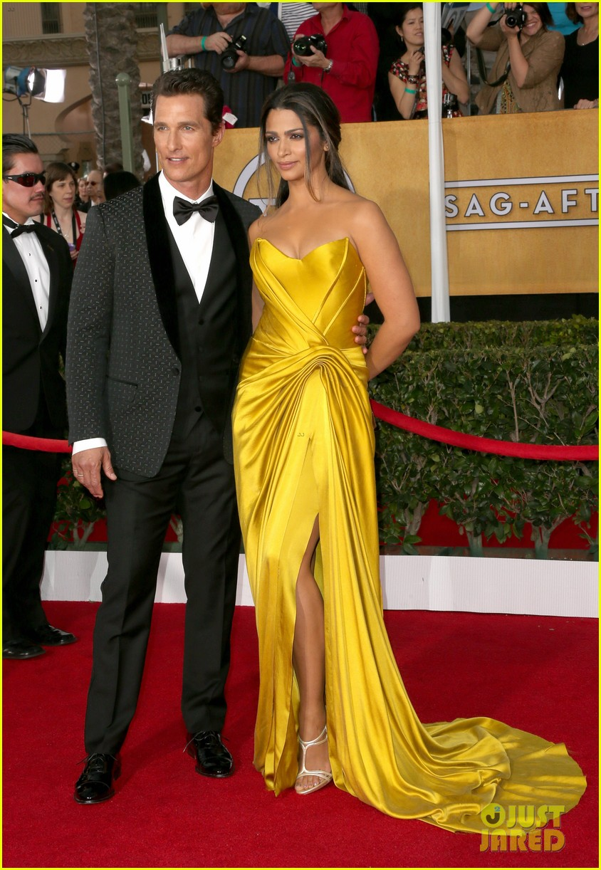 matthew mcconaughey sag awards 2014 red carpet camila alves 013034767