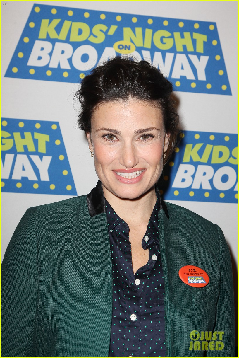 frozens idina menzel sings tomorrow at broadway event 063038710