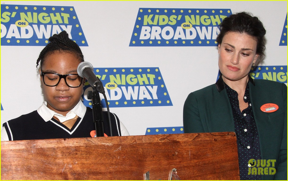 frozens idina menzel sings tomorrow at broadway event 13