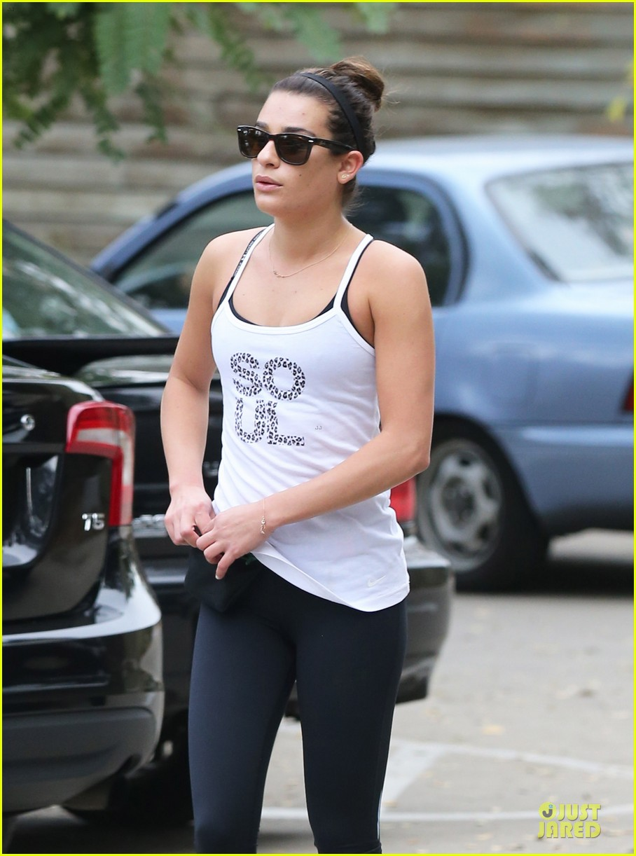 lea michele jogs before glee rehearsal with gwyneth paltrow 043037317
