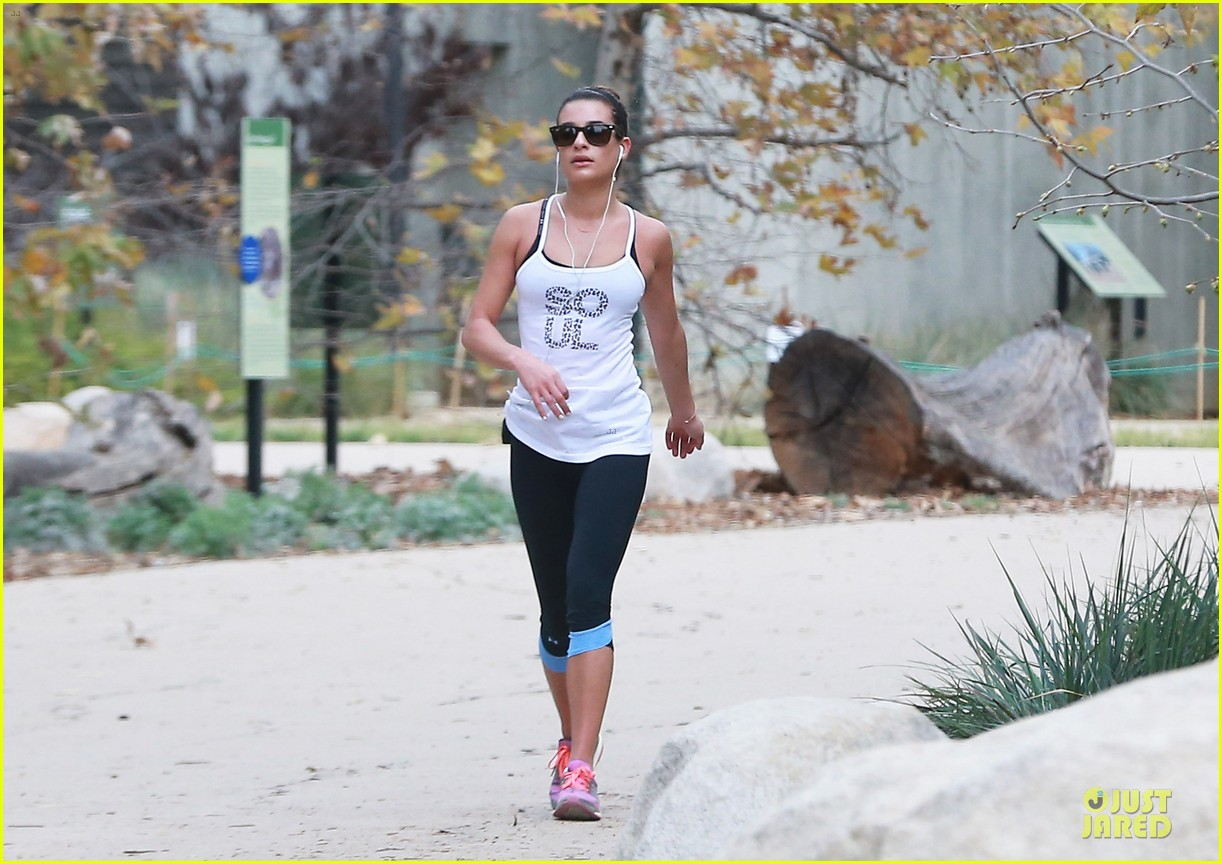 lea michele jogs before glee rehearsal with gwyneth paltrow 063037319