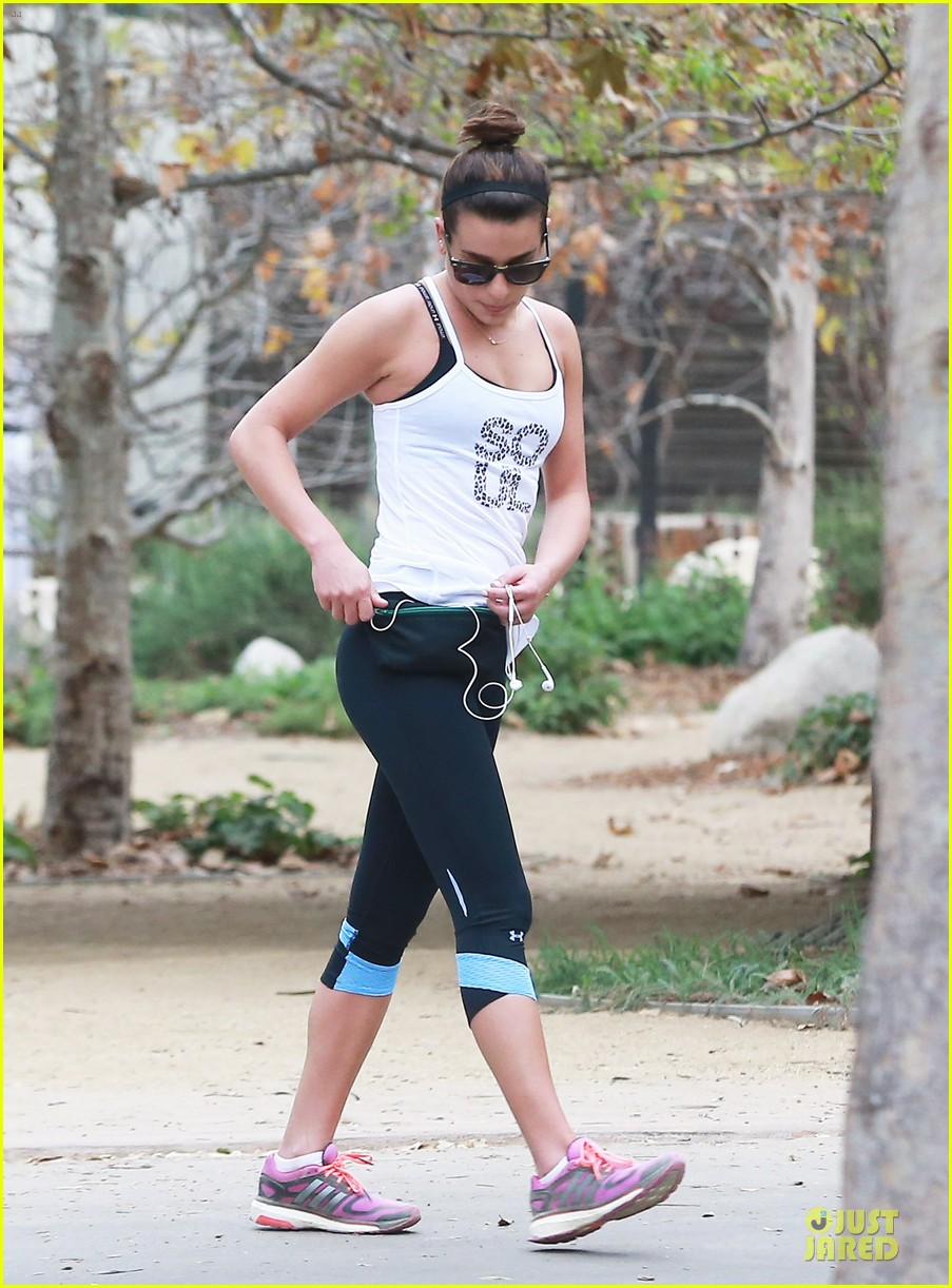 lea michele jogs before glee rehearsal with gwyneth paltrow 13