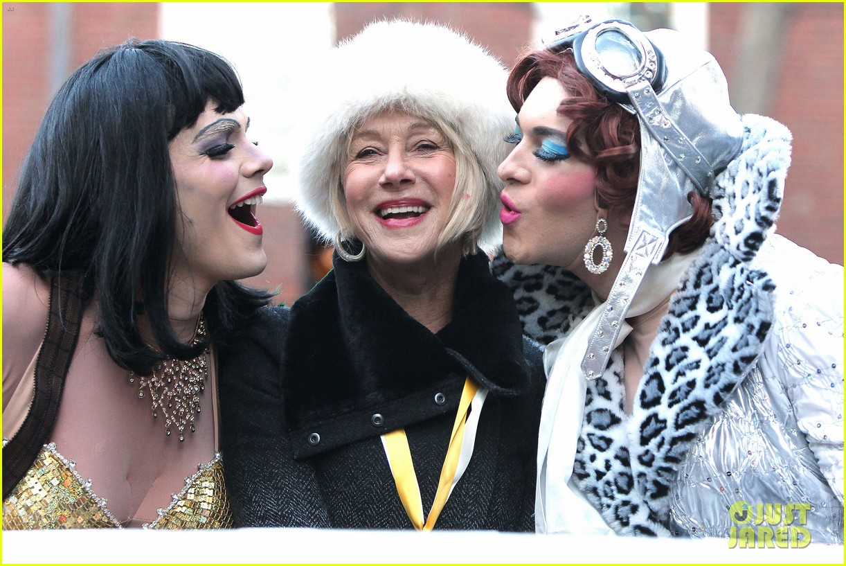 helen mirren twerks hangs with drag queens continues to be one of hollywoods coolest ladies 083044469