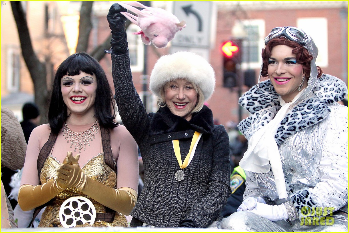 helen mirren twerks hangs with drag queens continues to be one of hollywoods coolest ladies 093044470