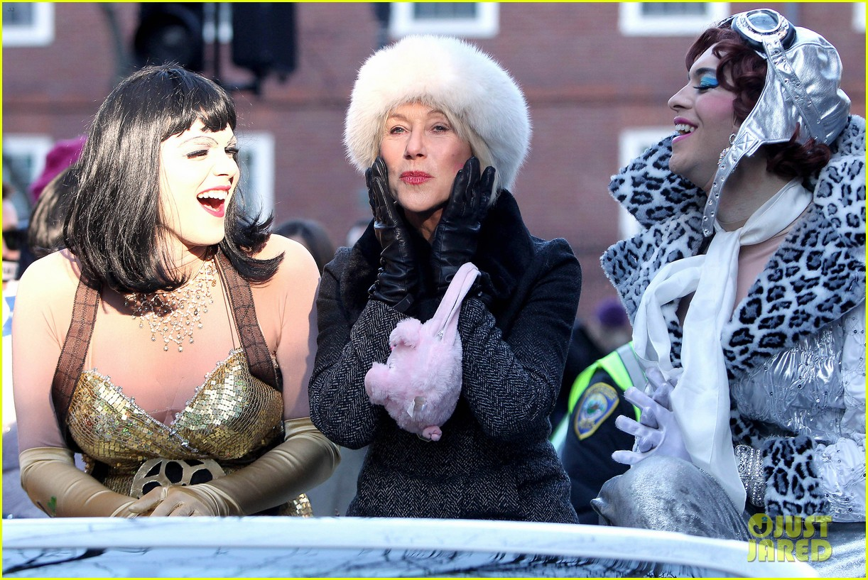 helen mirren twerks hangs with drag queens continues to be one of hollywoods coolest ladies 14