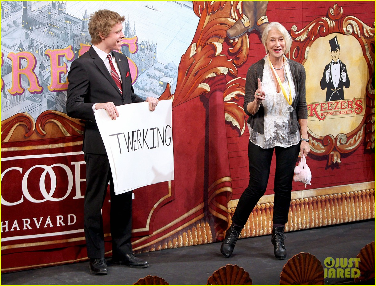 helen mirren twerks hangs with drag queens continues to be one of hollywoods coolest ladies 223044483