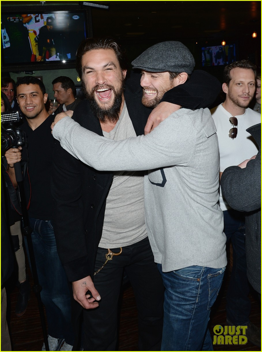 jason momoa geoff stults football fun at sundance 063036493