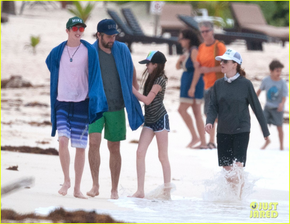 julianne moore family beach day in mexico 213023843