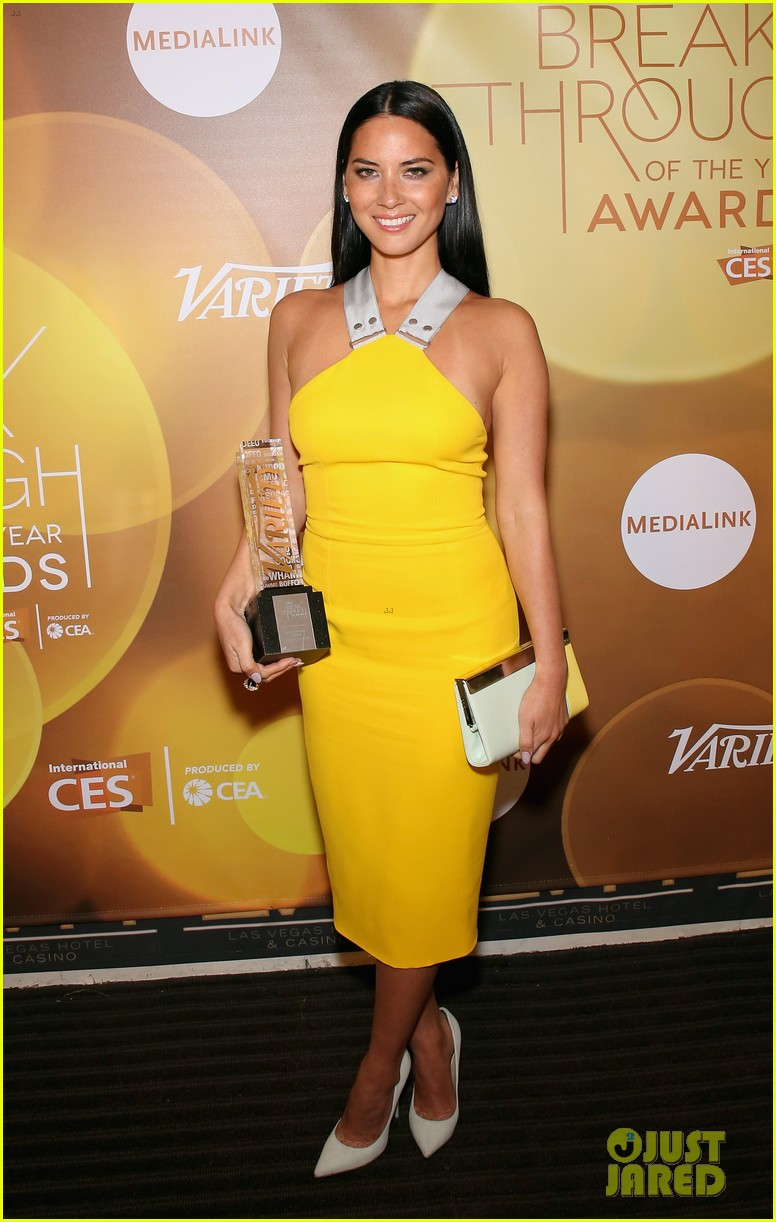 olivia munn presented variety award by aaron sorkin 10