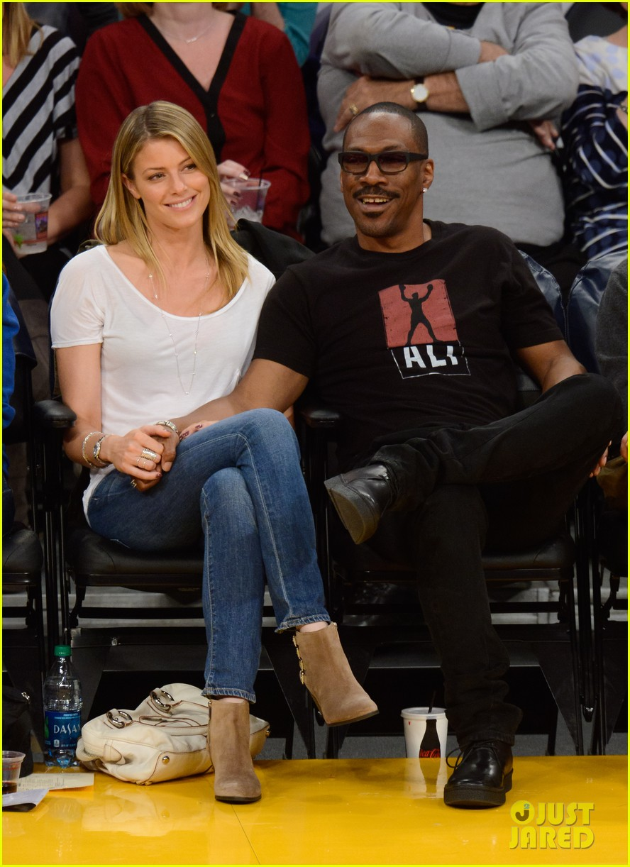 eddie murphy paige butcher lakers game kiss 043023580