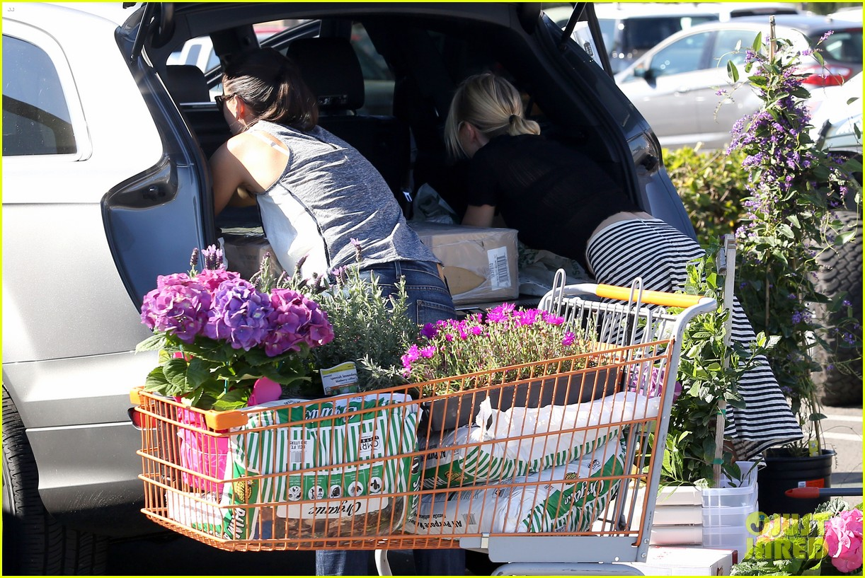 naomi watts landscaping lady in culver city 213035629