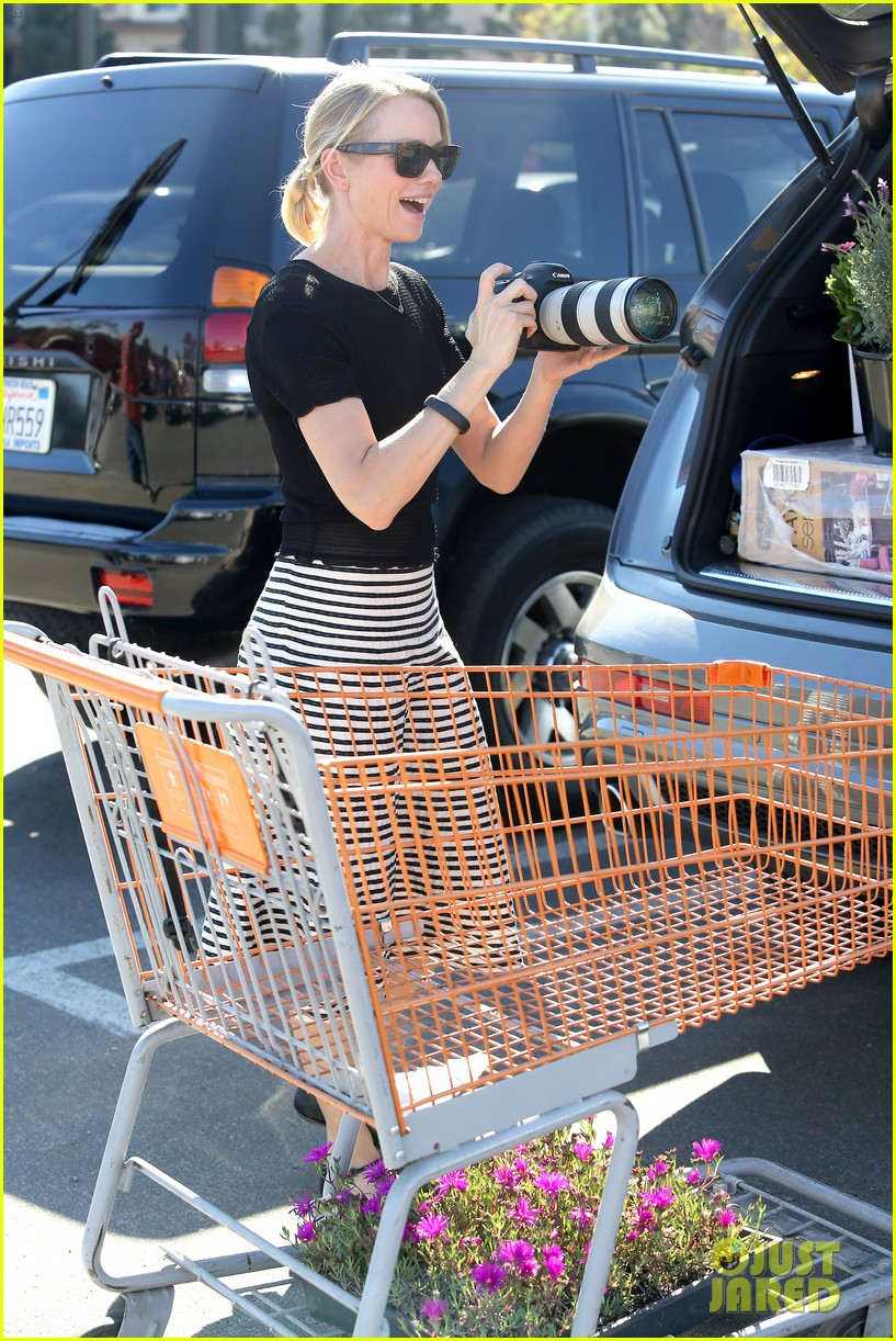 naomi watts landscaping lady in culver city 23