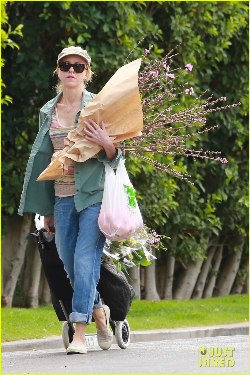 naomi watts landscaping lady in culver city 25