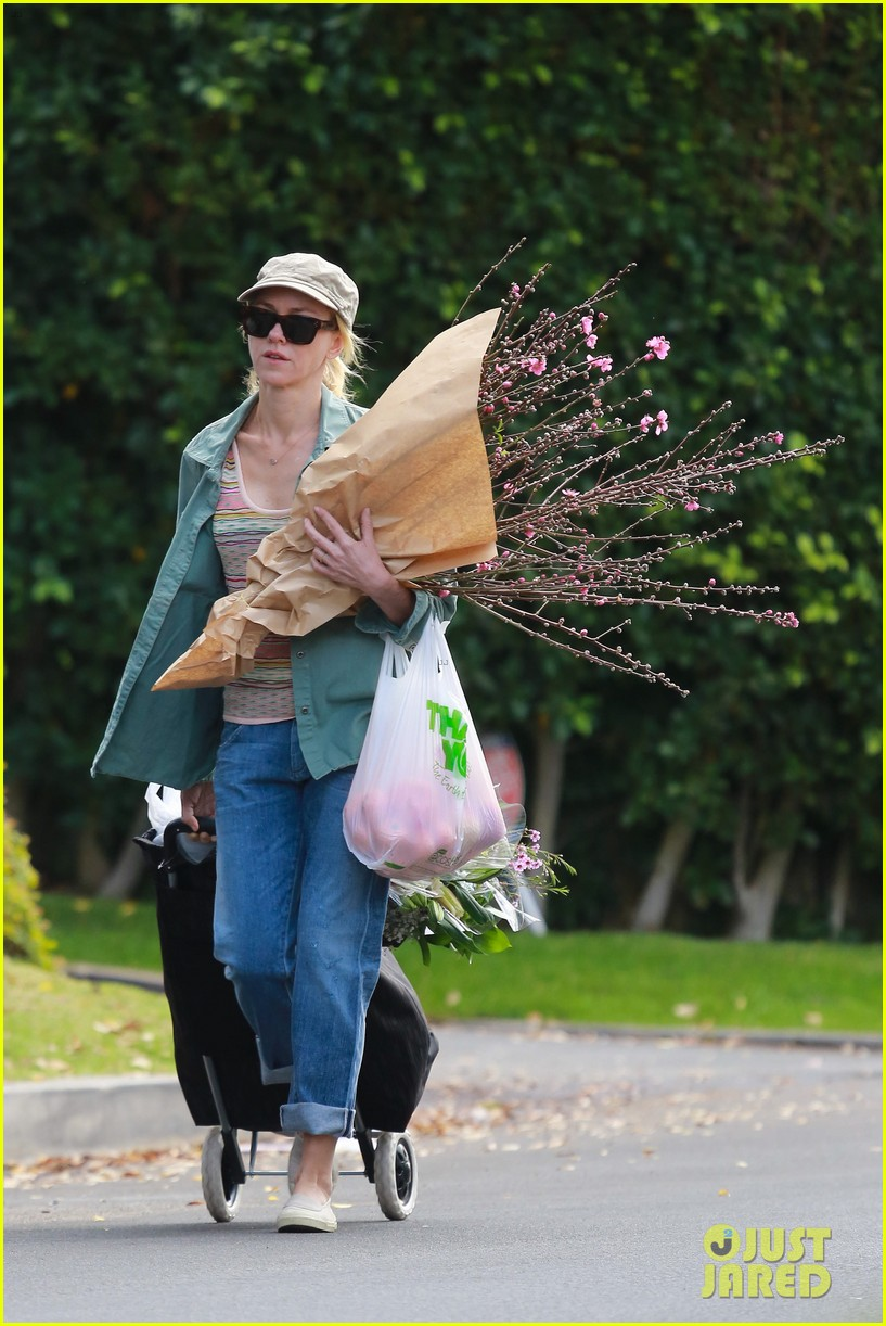 naomi watts landscaping lady in culver city 35