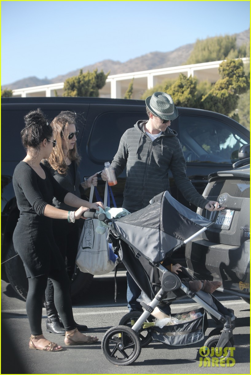 edward norton debuts new baby boy for family farmers market trip 063023269