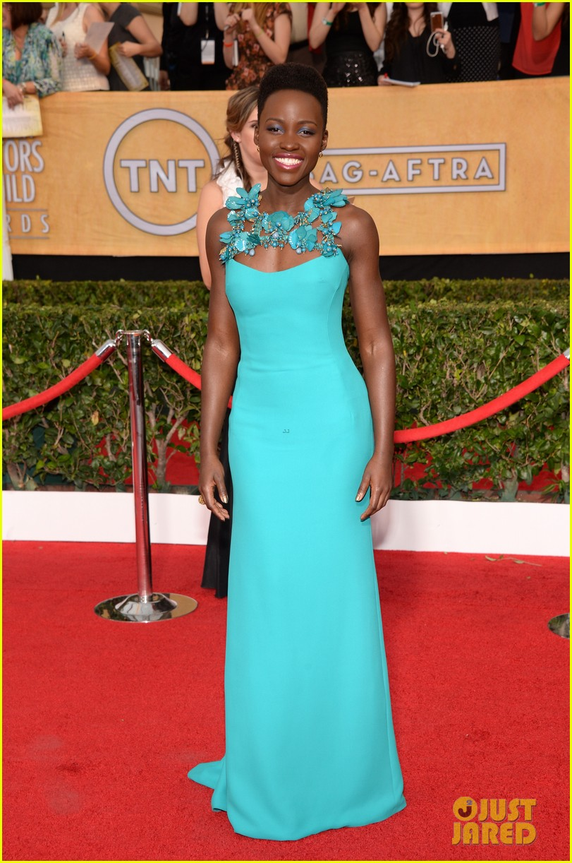 lupita nyongo wins best supporting actress at sag awards 2014 043034689
