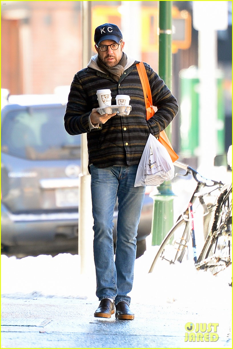 olivia wilde jason sudeikis snowy nyc coffee couple 01