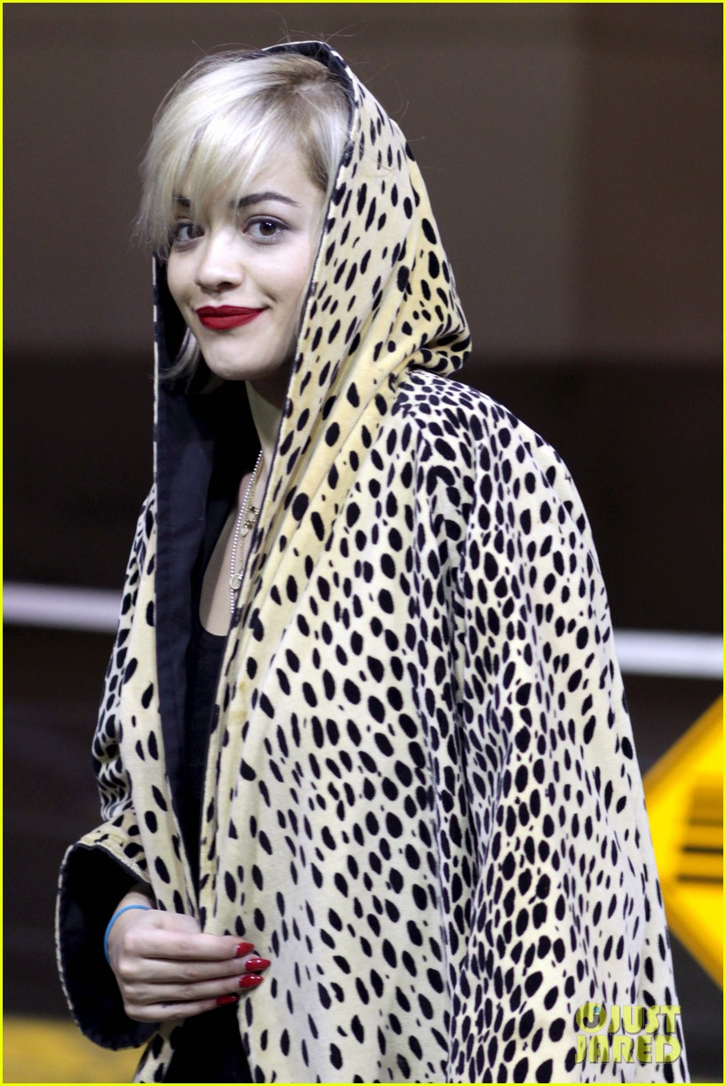 rita ora flies to vanouver to begin fifty shades of grey 023031854