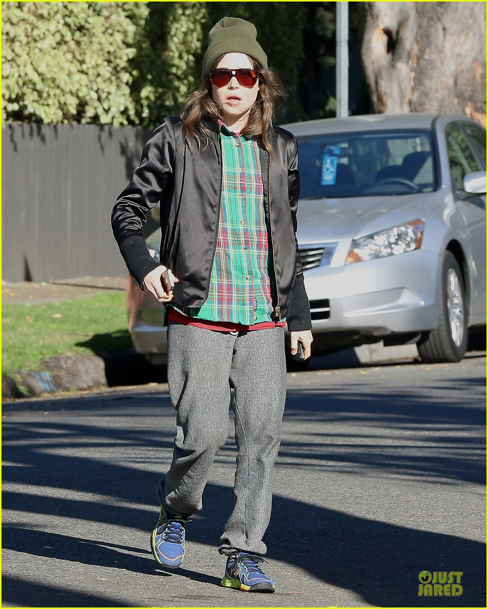 ellen page car fixing gal after gym workout 03