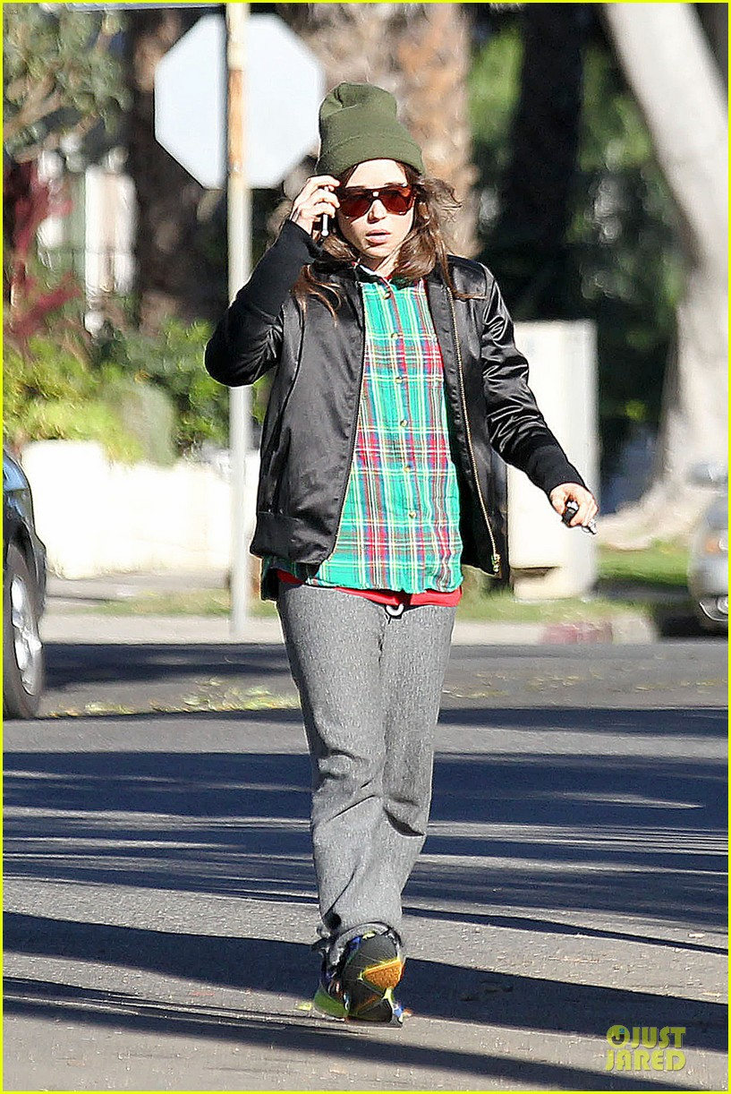 ellen page car fixing gal after gym workout 063024022