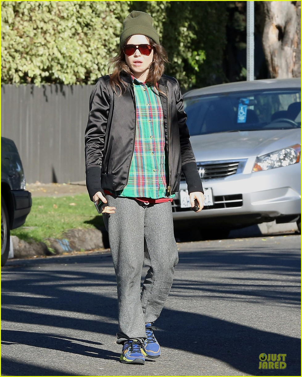 ellen page car fixing gal after gym workout 143024030