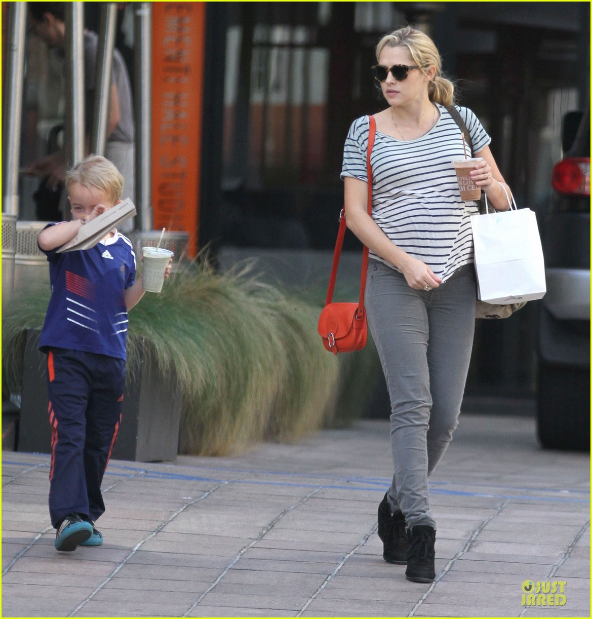teresa palmer baby bumpin stripes for cafe gratitude lunch 103040125