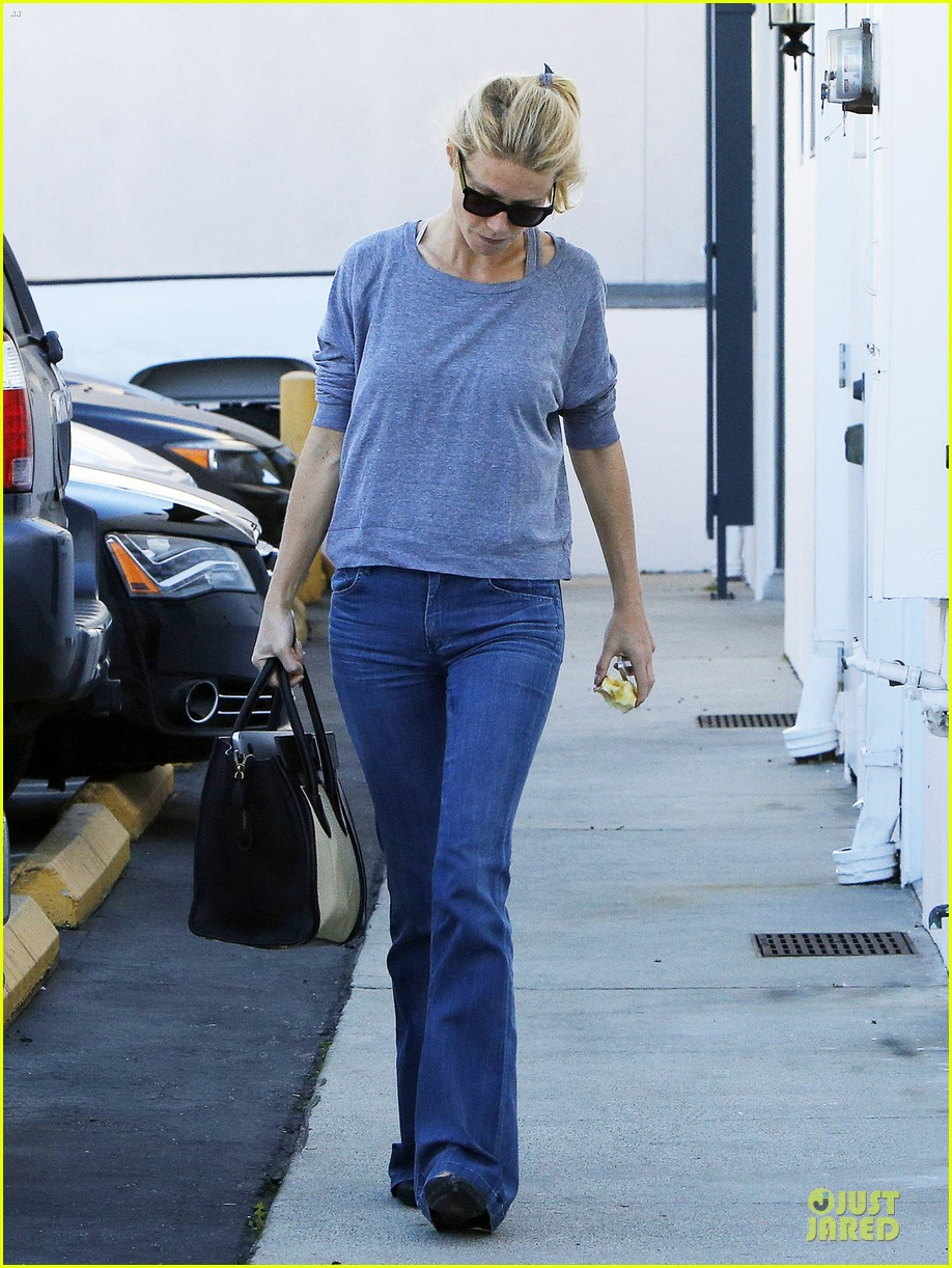gwyneth paltrow medical building visit after the golden globes 01