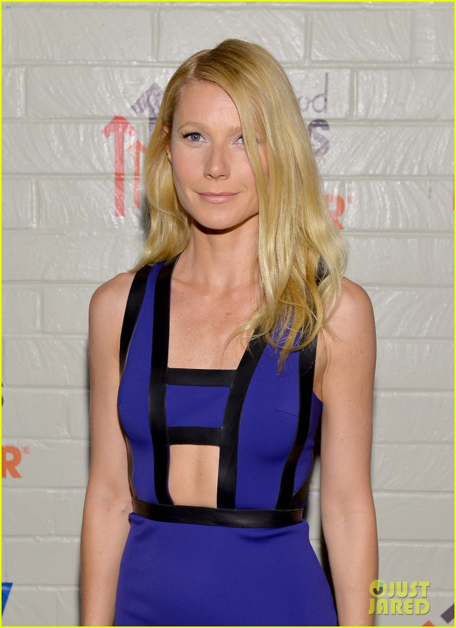 gwyneth paltrow rocks cut out dress to stand up to cancer 023043194