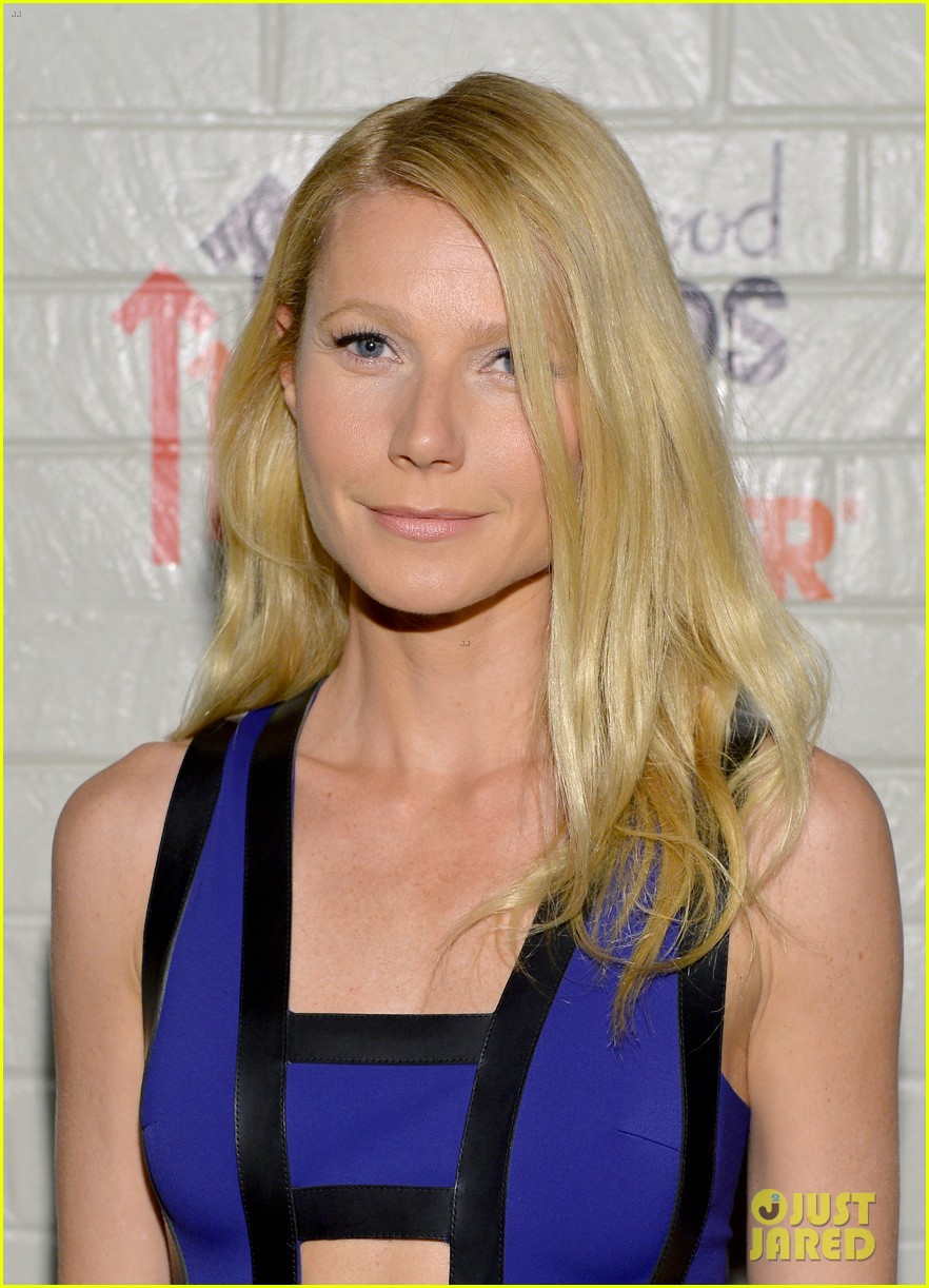 gwyneth paltrow rocks cut out dress to stand up to cancer 06