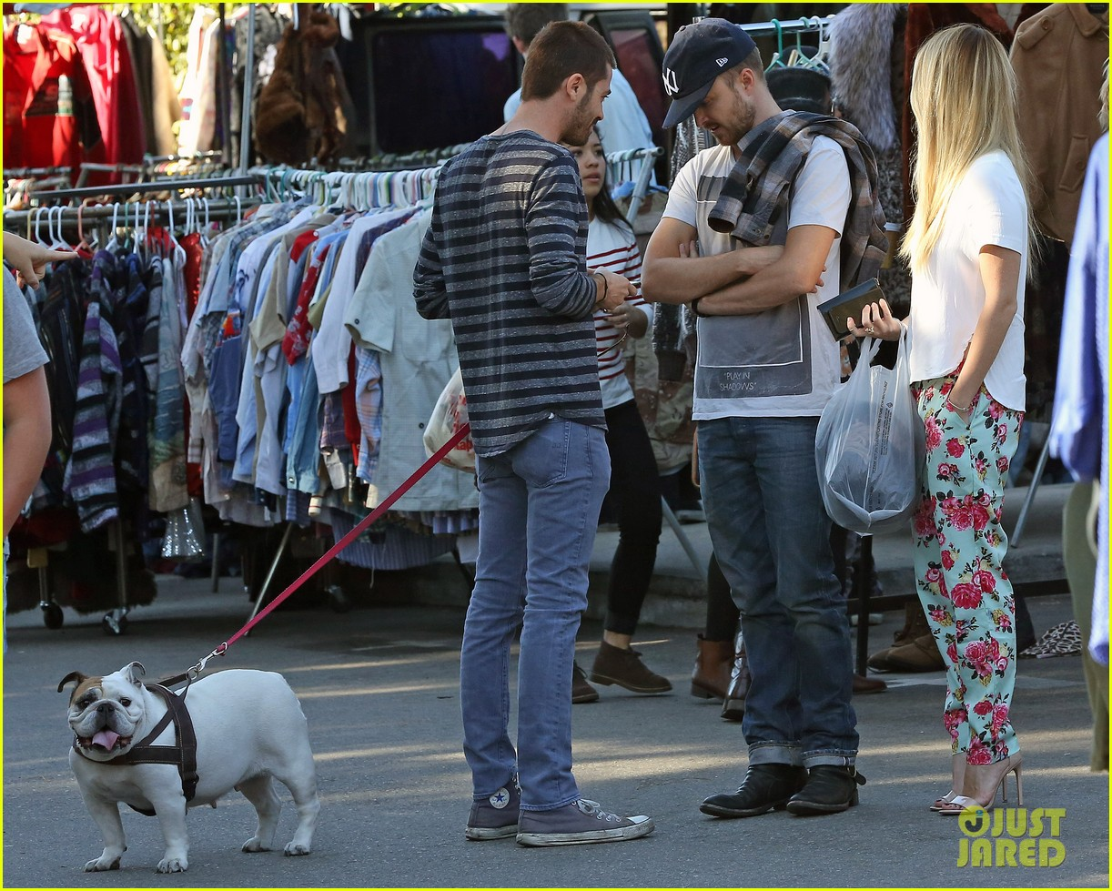 aaron paul wife lauren kiss cuddle at the flea market 183023813