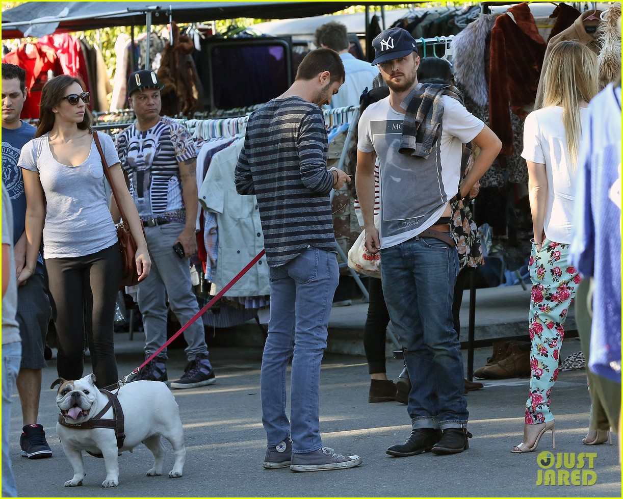 aaron paul wife lauren kiss cuddle at the flea market 19