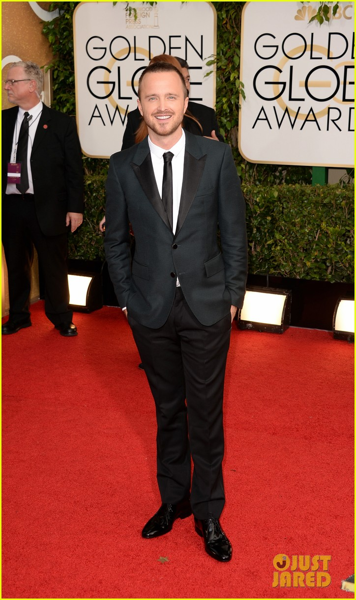 aaron paul bryan cranston golden globes 2014 red carpet 07