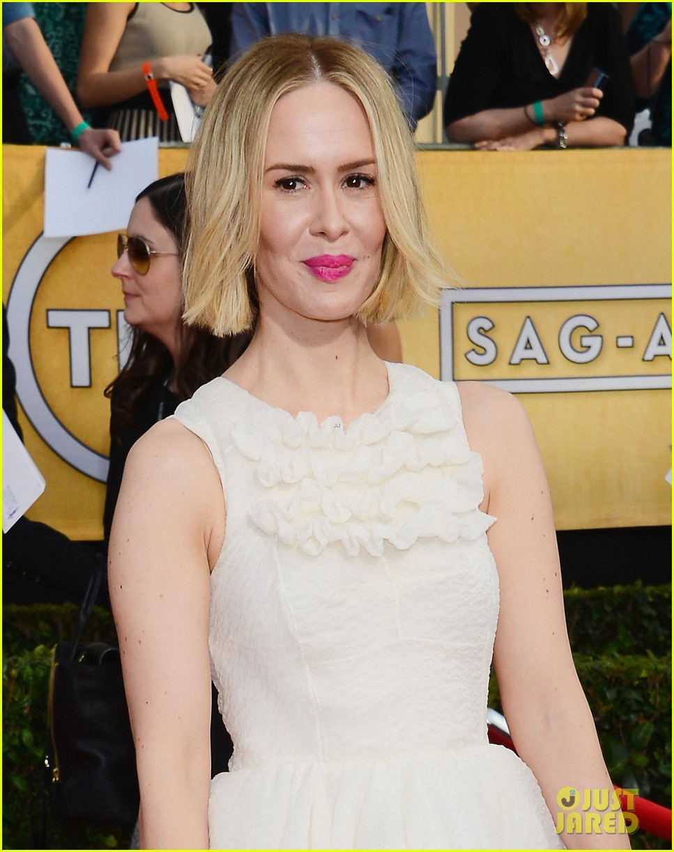 sarah paulson paul dano sag awards 2014 red carpet 04