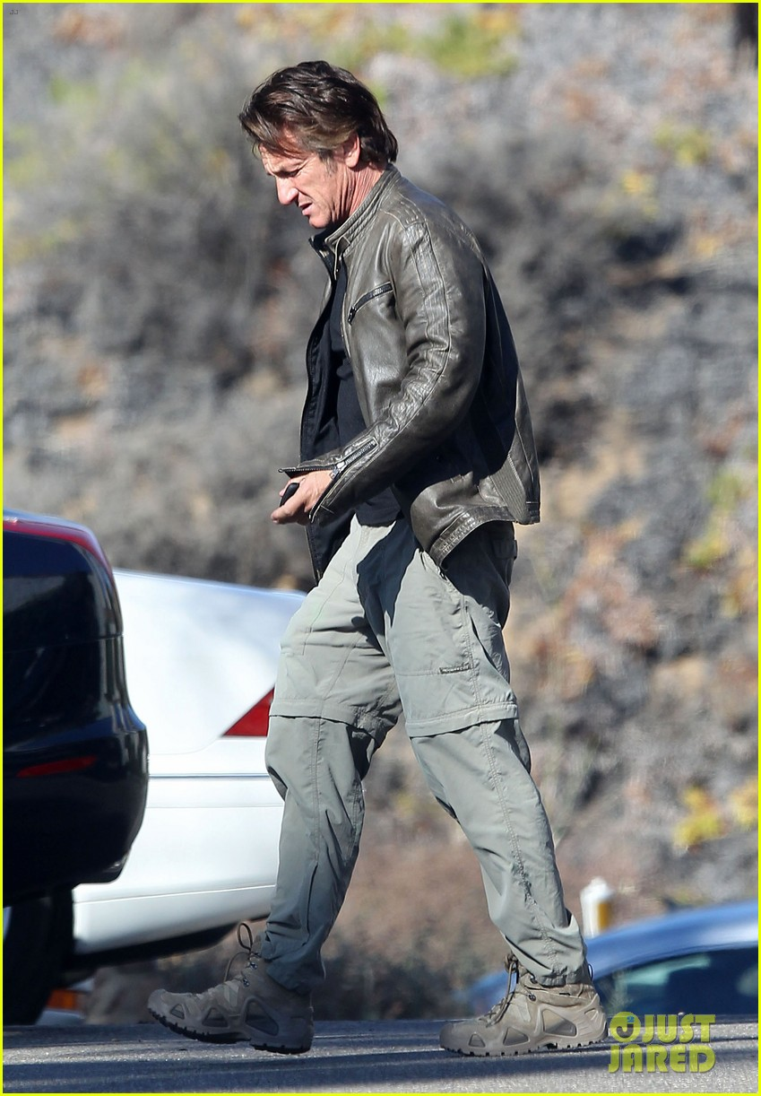 sean penn steps out after hawaii trip with charlize theron 01