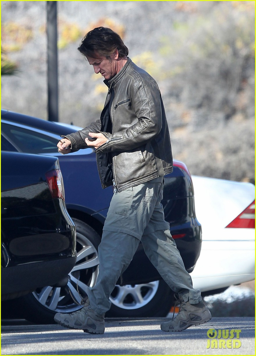 sean penn steps out after hawaii trip with charlize theron 07