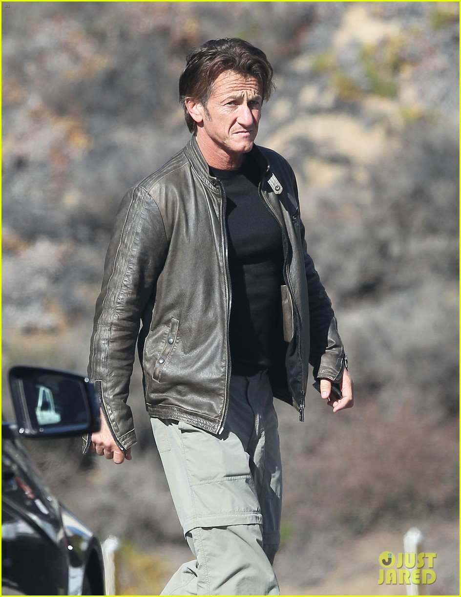 sean penn steps out after hawaii trip with charlize theron 10