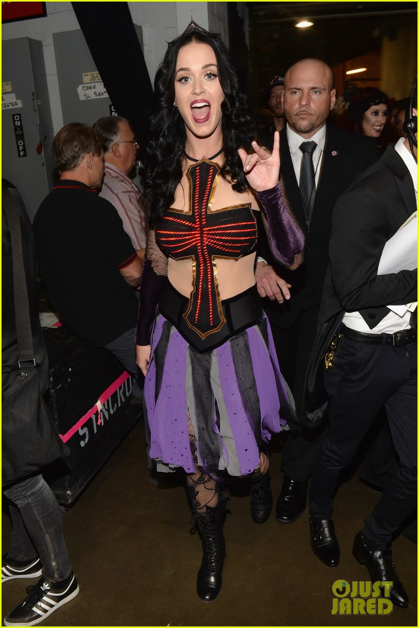 katy perry performs dark horse at grammys 2014 video 03